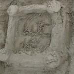 Lukas a construit un petit château de sable pour sa cousine