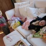 Atelier poupée dans le divan