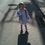Lucie sur le chemin de l'école
