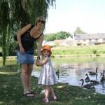 Petit goûter au parc de Gistoux (pour les canards & les oies)